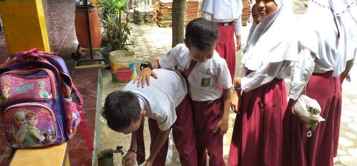 Shalat Berjamaah di Sekolah Tanamkan Kedisiplinan Siswa