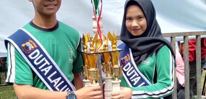 Pelajar SMK Ma'arif NU 1 Ajibarang Juara Favorit Duta Lalu Lintas
