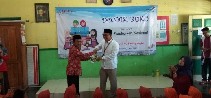 MI Ma'arif NU Karangnangka Terima Donasi Buku dari Telkom