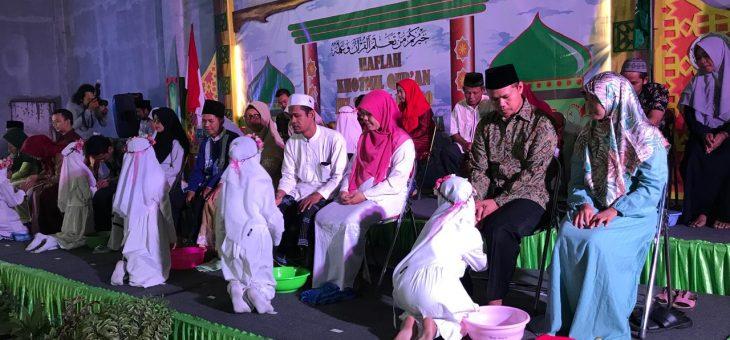 Sungkeman dan Cuci Kaki Orang Tua Iringi Haflah Khotmil Quran Siswa